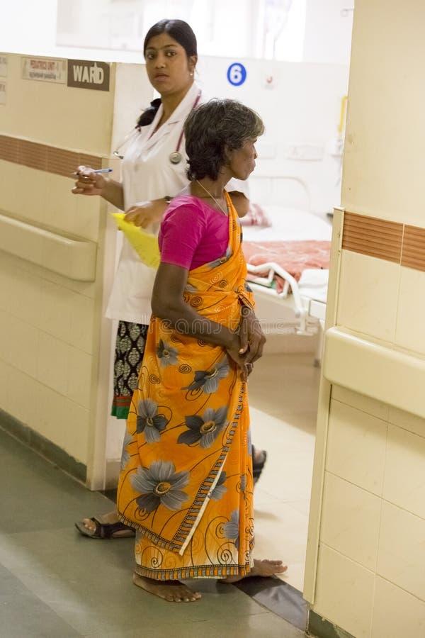 Documetary社论 本地治里市Jipmer医院,印度- 2014年6月1日 关于患者和他们的家庭的充分的记录片 Documetar 免版税图库摄影