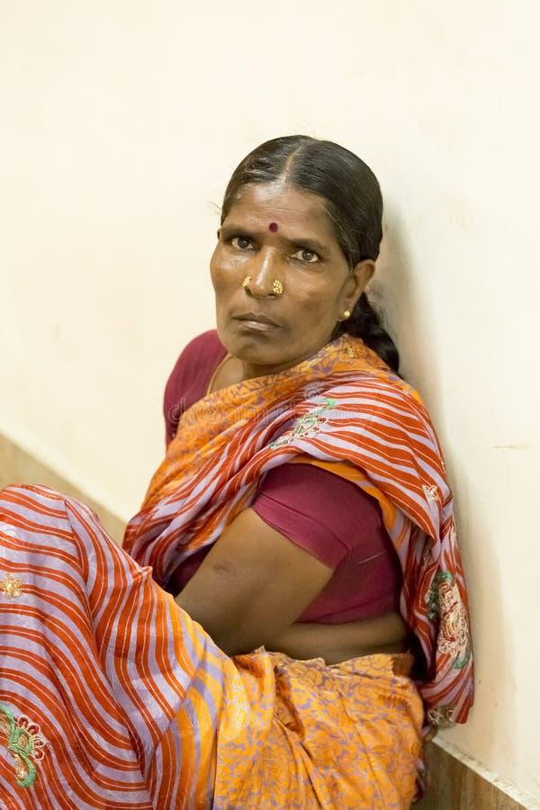 Documetary社论 本地治里市Jipmer医院,印度- 2014年6月1日 关于患者和他们的家庭的充分的记录片 Documetar 图库摄影