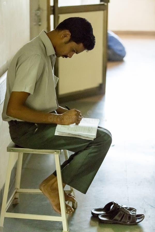 Documetary社论 本地治里市Jipmer医院,印度- 2014年6月1日 关于患者和他们的家庭的充分的记录片 Documetar 免版税库存照片