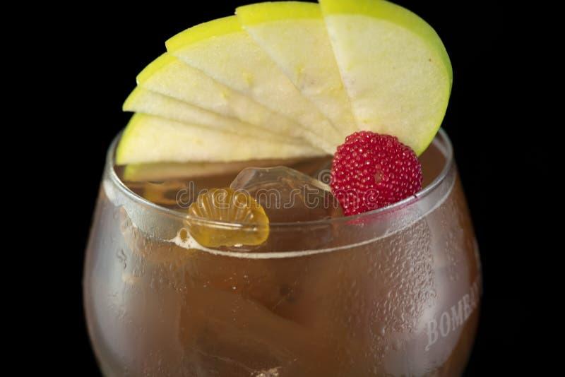 Dodatek specjalny Zamrażał Herbacianego koktajl z kolą, lekkim rum, błękitny cukierki, Curacao i podśmietanie, zdjęcia stock