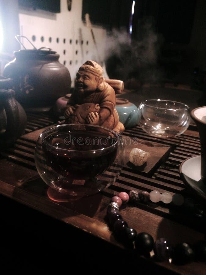 Dodatek zamknięty w górę szklanego małego filiżanka bąbla, herbaciana ceremonia obrazy stock