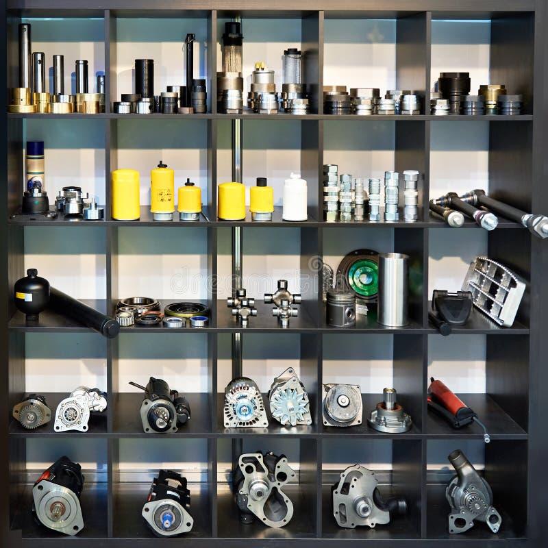 Dodatkowe części dla ciężarówka samochodów w sklepie obrazy stock