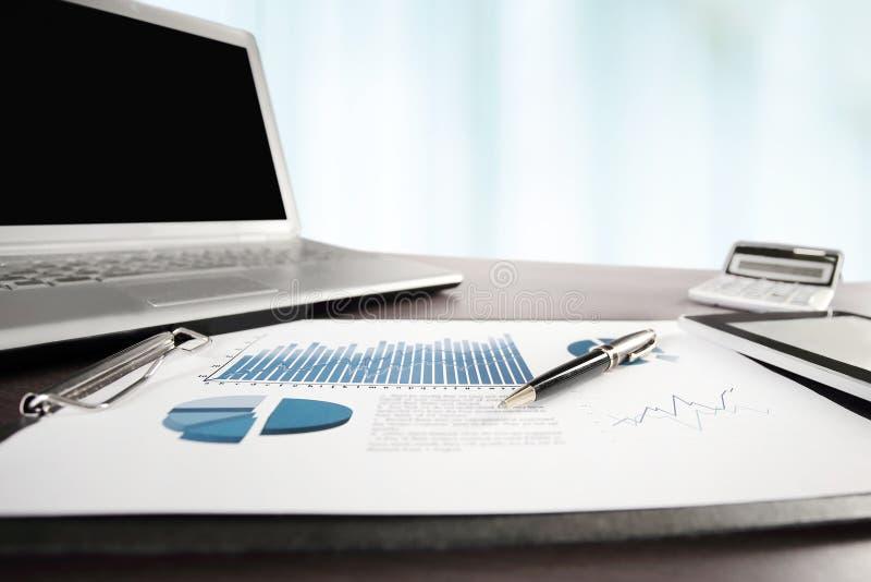 dodatkowy interesu format t?o pieniężny raport jest na Des zdjęcie royalty free