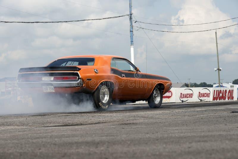 Dodge-uitdager in actie stock foto