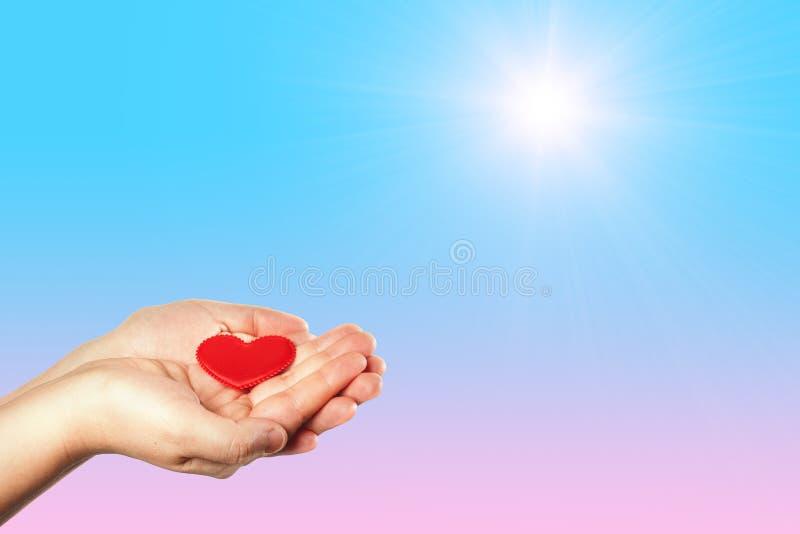Doe goede dingen Creeer goed akten Liefdadigheid en mirakel Om mensen gelukkig te maken Liefdadige Stichting Het helpen van hand  stock afbeeldingen