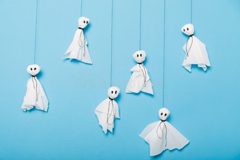 Doe het zelf, document spokenachtergrond Halloween-ambachtconcept stock foto's
