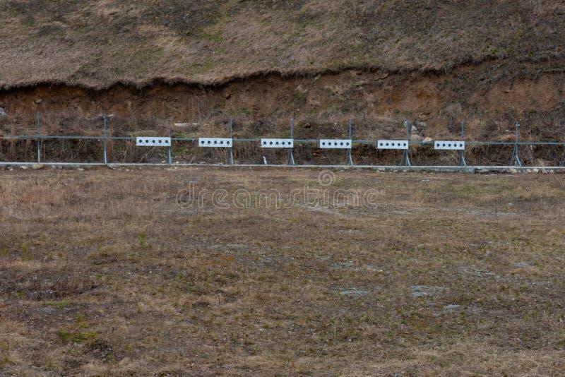 Doel voor het schieten van een vuurwapen op een het schieten waaier royalty-vrije stock foto