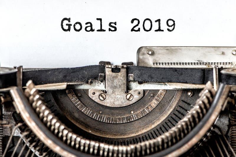 Doelstellingen 2019 getypte woorden op een uitstekende schrijfmachine Sluit omhoog royalty-vrije stock afbeelding