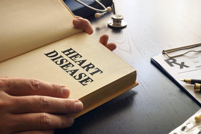 Doença cardíaca escrita em um livro fotografia de stock