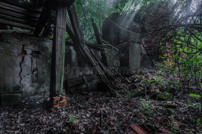 Doen ineenstorten huis stock fotografie