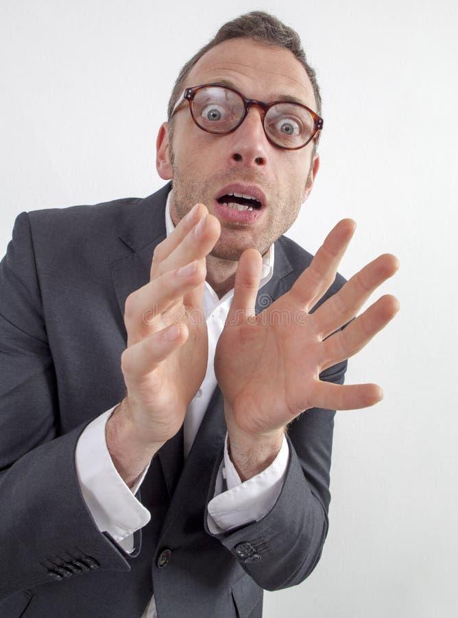 Doen schrikken manager die gevaar of fobie met humeur en vrees uitdrukken stock afbeeldingen