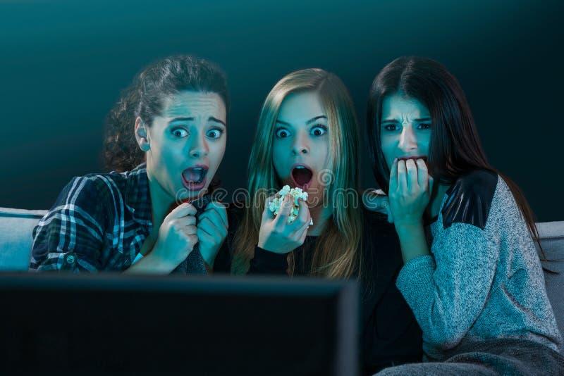 Doen schrikken tiener het letten op films royalty-vrije stock afbeeldingen