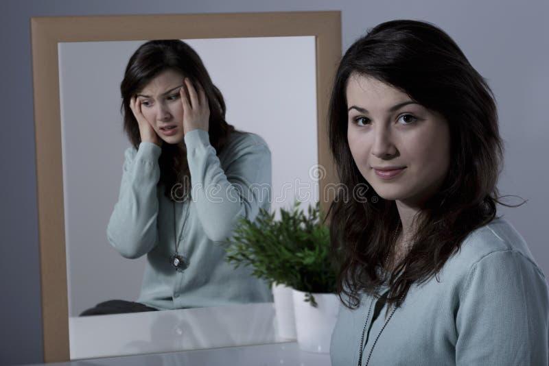 Doen schrikken vrouw en manic depressie stock foto's
