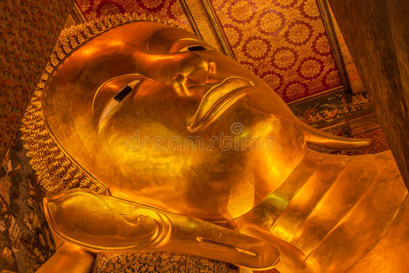 Doende leunen Boedha, Wat Pho, Bangkok van Thailand stock foto's