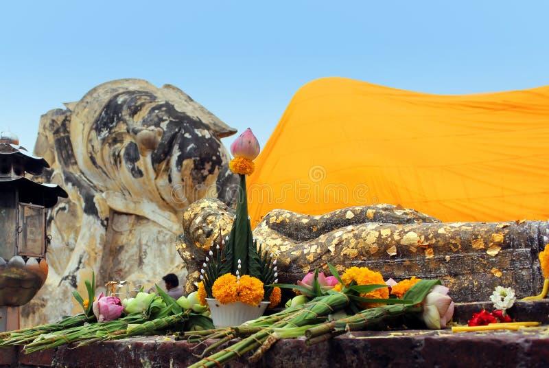 Doende leunen Grote en Kleine Boedha in Wat Lokayasutharam royalty-vrije stock fotografie