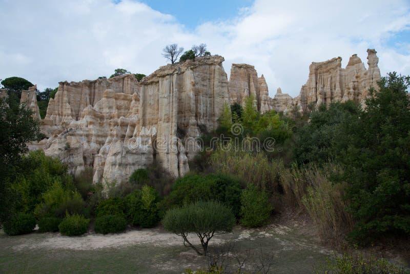 Doente-sur-Tet nas montanhas de pyrenees em França fotos de stock royalty free