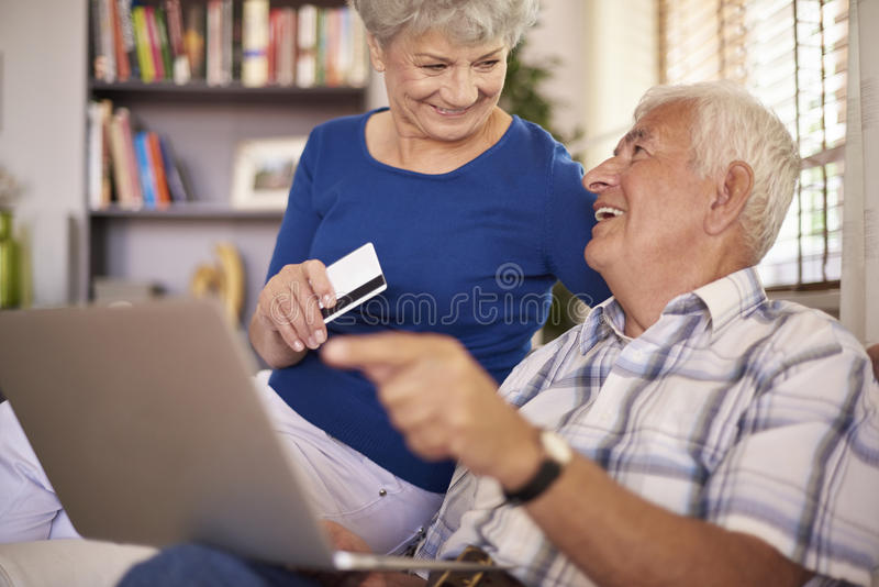 dof ręce karty ogniska płytki zakupy online bardzo zdjęcia stock