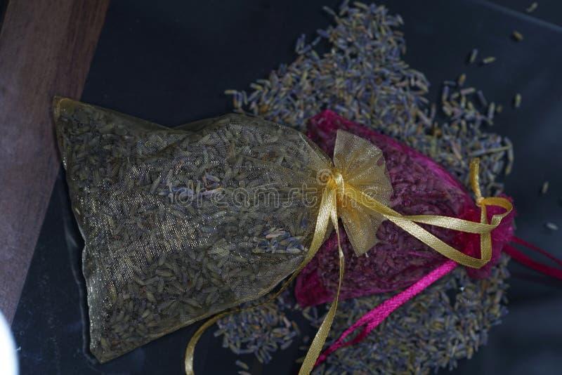 Doftande harz erbjuds vanligt i dess kådaform royaltyfri fotografi