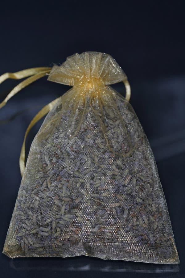 Doftande harz erbjuds vanligt i dess kådaform arkivfoto