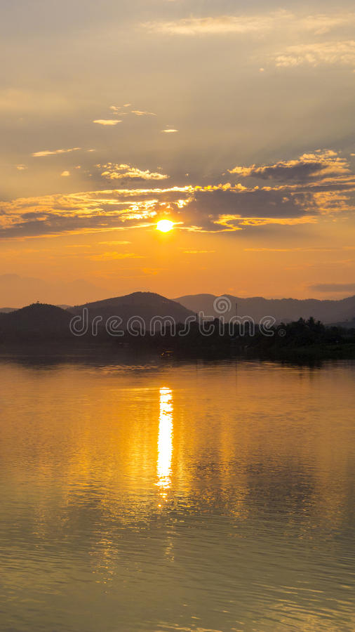 DoftflodVietnam solnedgång royaltyfria bilder