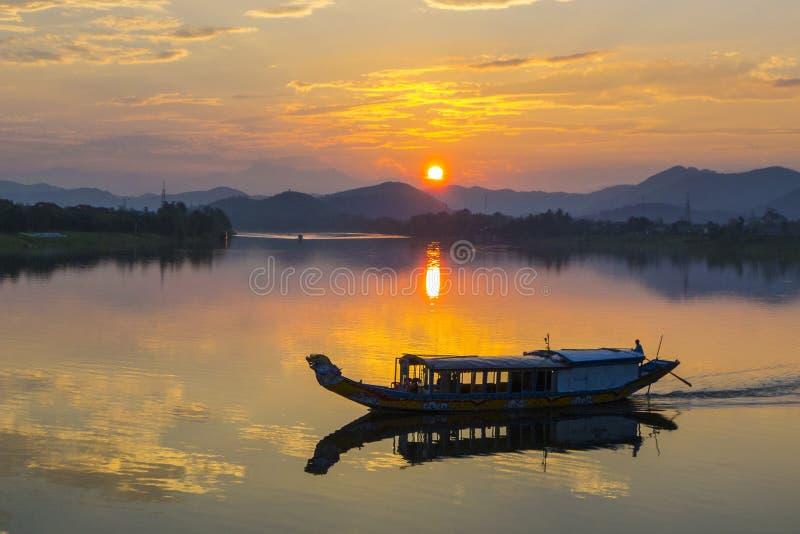 DoftflodVietnam solnedgång arkivfoton