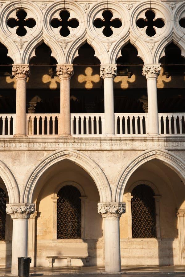 Doge arquitectónico de Palazzo do detalhe, Veneza. imagem de stock royalty free