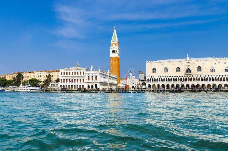 Doge` s paleis en Campanile op Piazza Di San Marco, Venetië royalty-vrije stock afbeeldingen