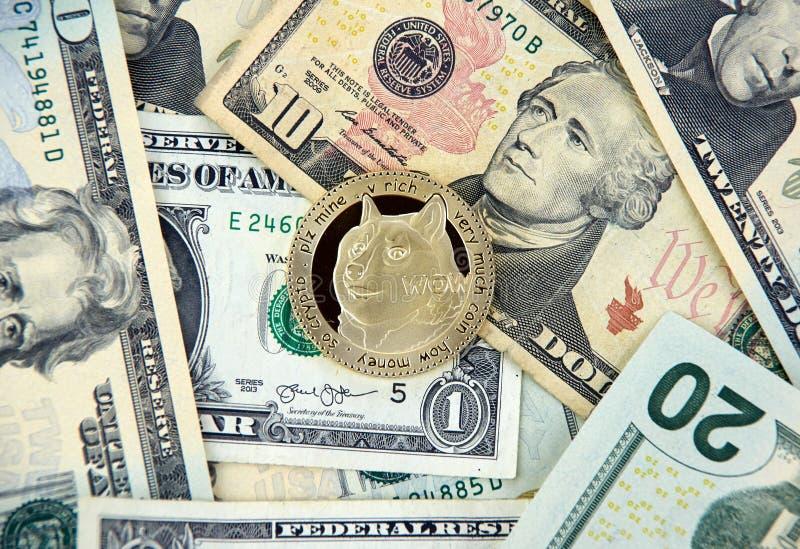 Dogecoin waluty crypto dolary i moneta obrazy stock