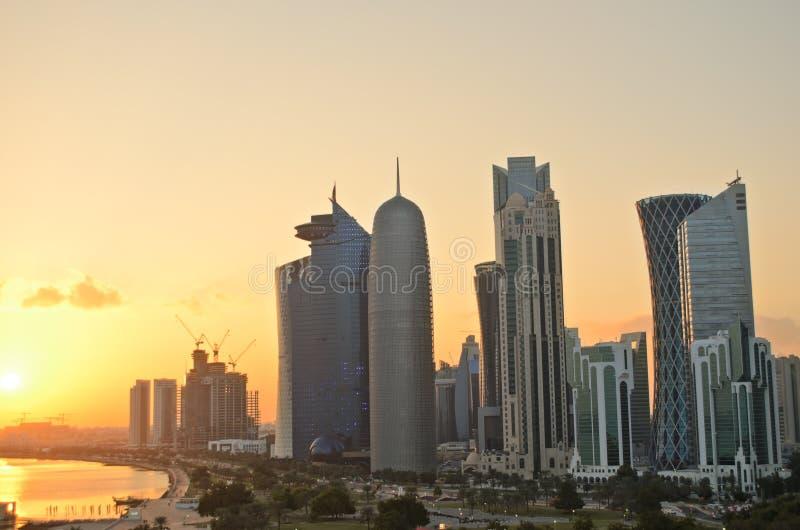 Doha bij zonsondergang royalty-vrije stock afbeelding