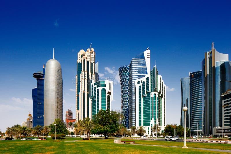 Doha Corniche is een promenade van de waterkant in Doha, Qatar stock afbeelding
