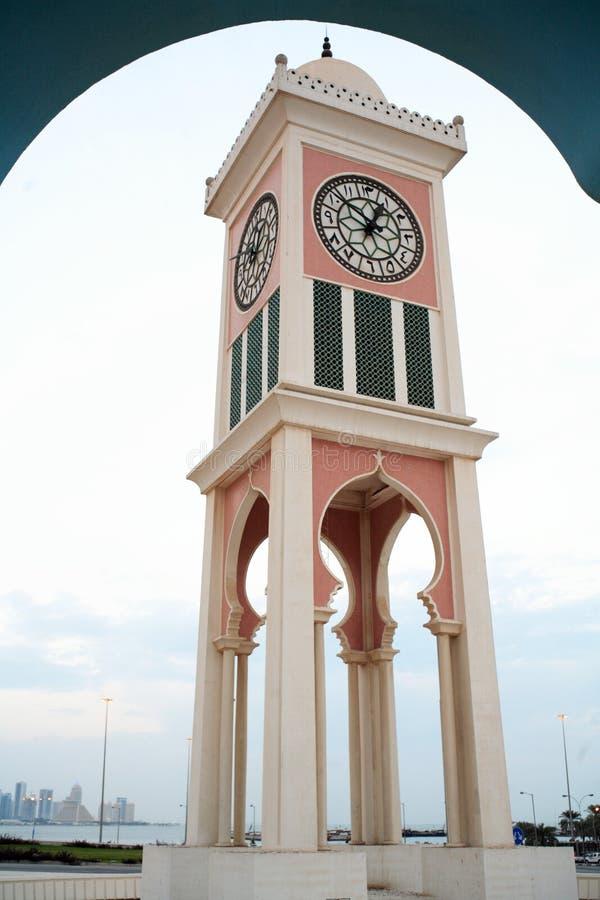 Doha-Glockenturmvertikale stockfoto