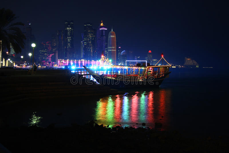 Doha, Katar nocą zdjęcia royalty free