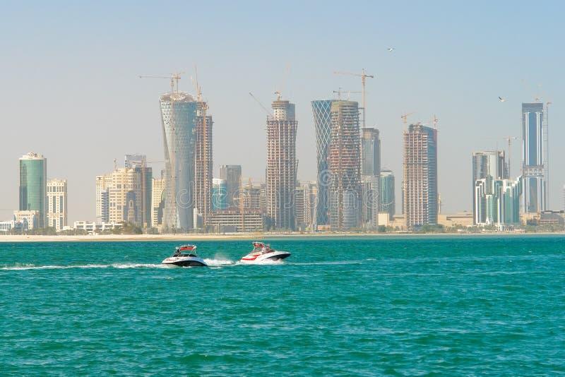 Doha - le Qatar - paysage urbain images stock