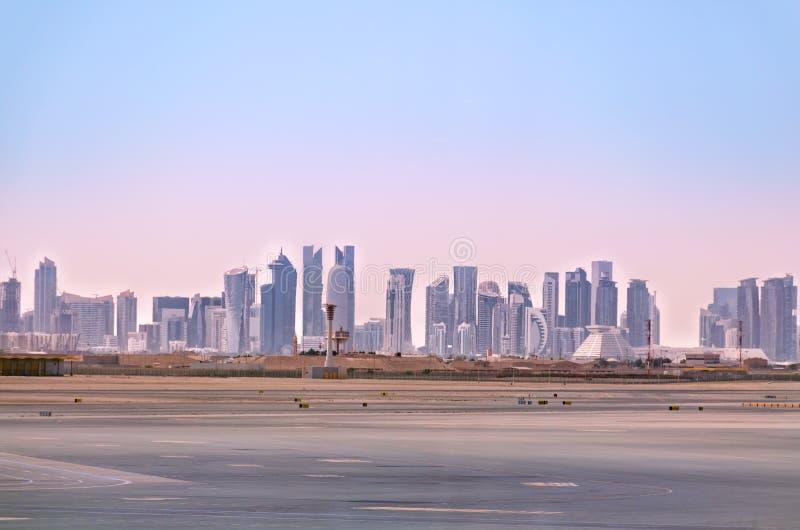 Doha linia horyzontu Pejzaż miejski Katarski kapitał zdjęcie stock