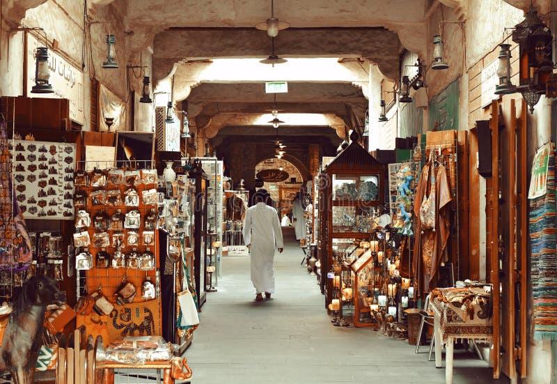 DOHA QATAR - MAJ 3 2019: Gammal dold marknad i Doha, Qatar arkivbilder