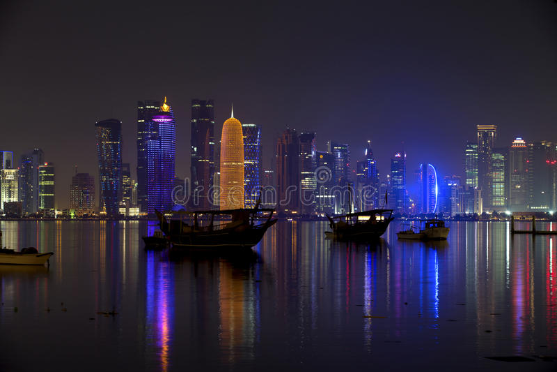 Dohahorizon bij nacht, stock foto's