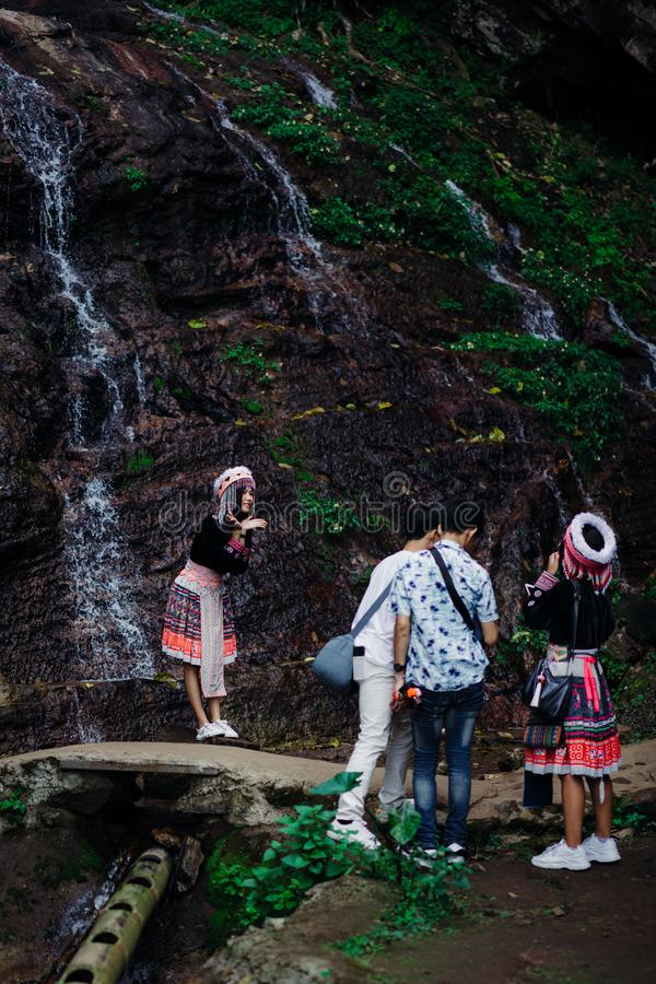 Doi Pui Tribal Village, Chiang Mai, Thaïlande, 12 16 18 : Le touriste asiatique s'habillent dans l'habillement traditionnel de la photos libres de droits