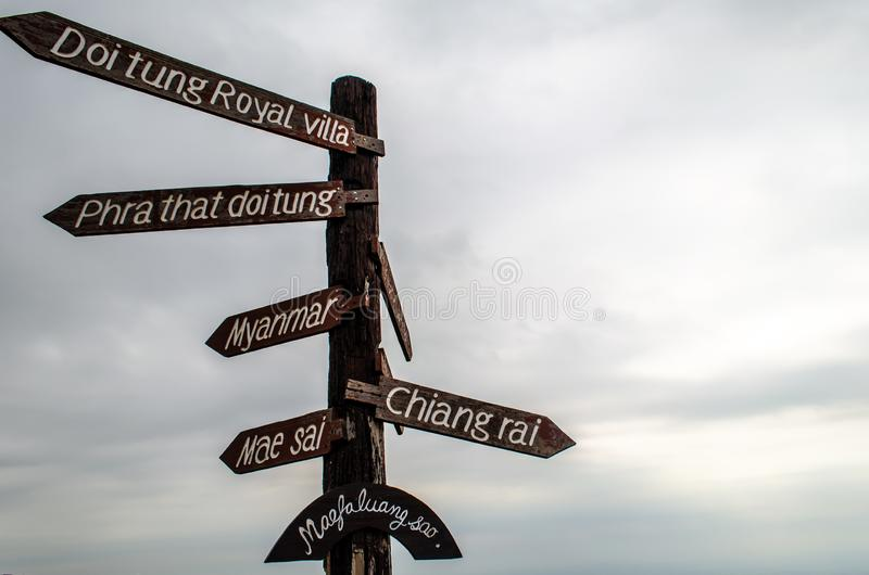 Doi Tung Signpost arkivfoto