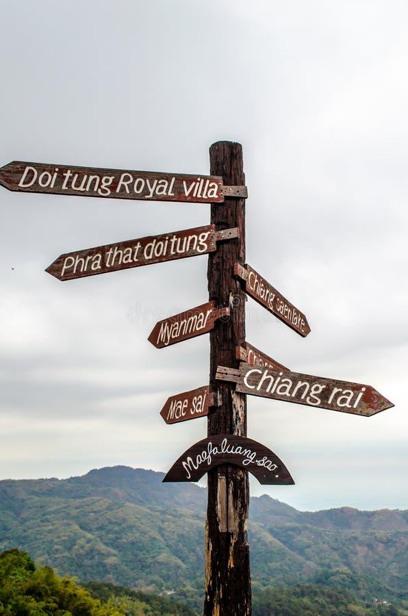 Doi Tung Signpost royaltyfri foto