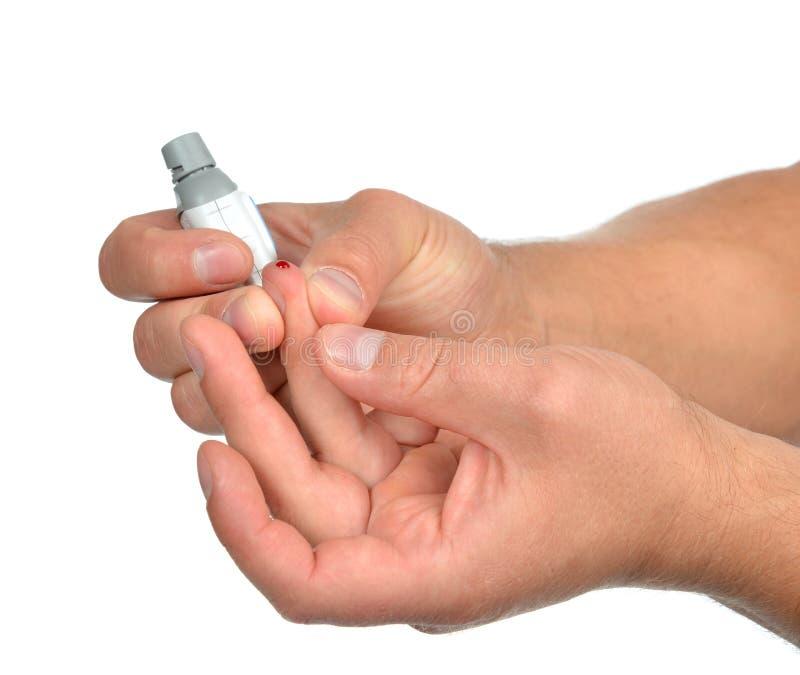 Doigt patient de diabète pour faire à glucose l'analyse de sang de niveau images stock