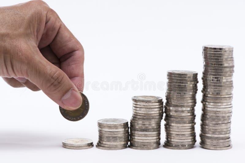 Doigts et pièces de monnaie sur le fond blanc images libres de droits