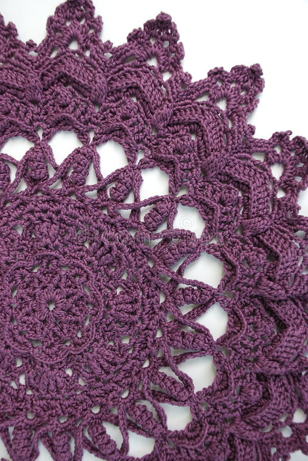 doily viola del crochet fotografie stock libere da diritti