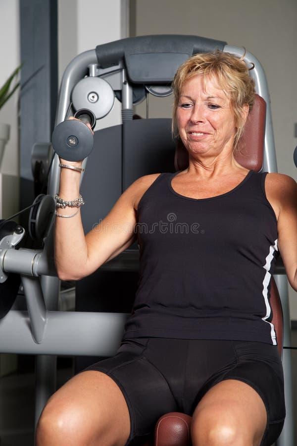 doing exercise mature woman στοκ φωτογραφία