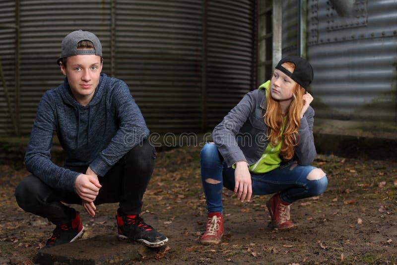Dois adolescentes frescos imagem de stock