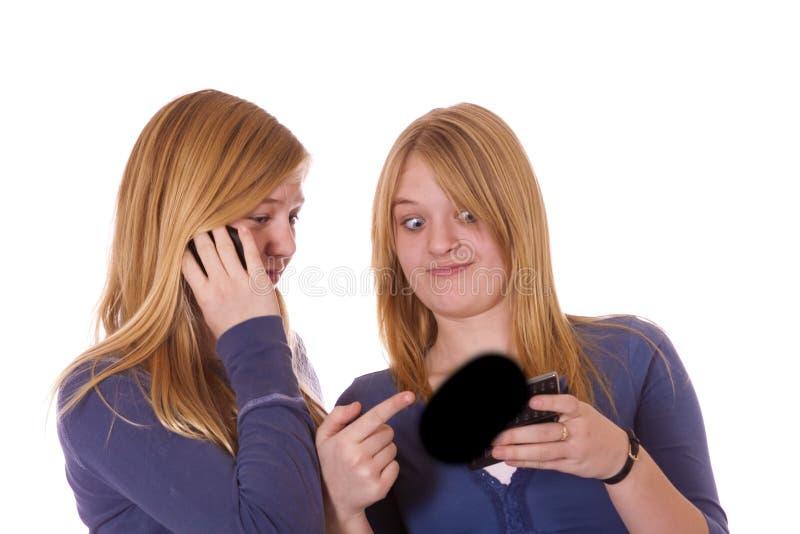 Dois adolescentes no telefone fotos de stock royalty free