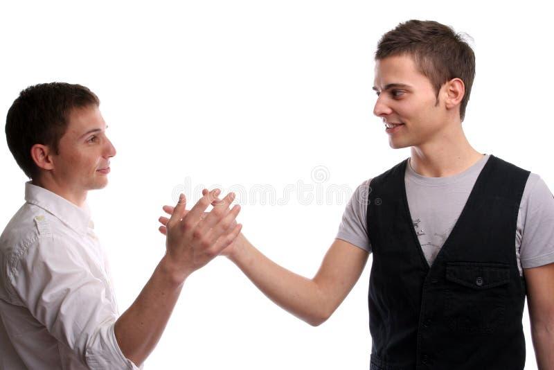 Dois amigos que agitam as mãos imagem de stock royalty free