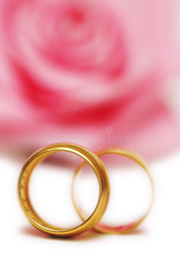 Dois anéis de casamento imagens de stock royalty free