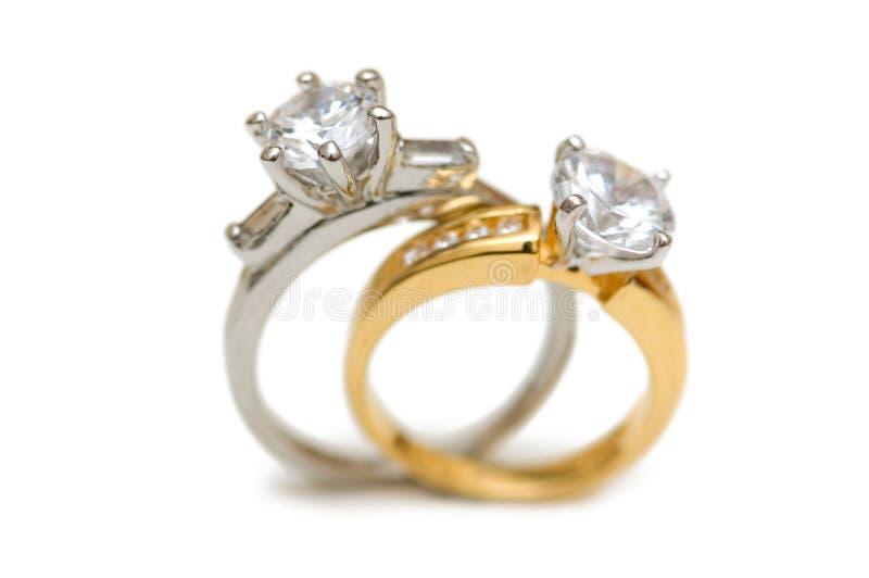 Dois anéis de diamante wedding fotos de stock royalty free