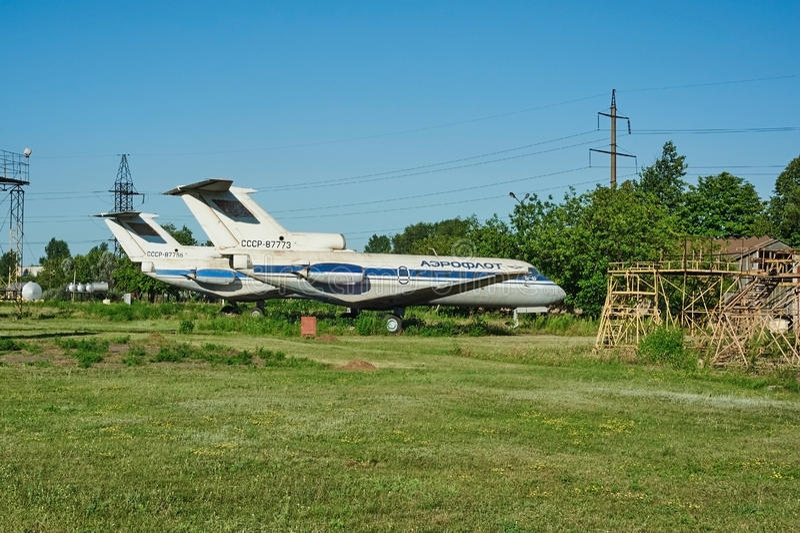 Dois aviões soviéticos velhos YAK-40 imagem de stock royalty free