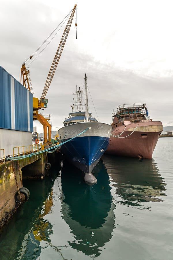Dois barcos no porto foto de stock royalty free